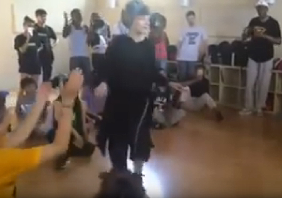 Когда вы увидите, как танцует эта бабушка, то не поверите, что ей 72 года!