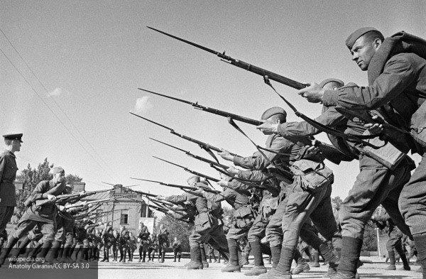 Опубликовано видео осквернения в Варшаве памятника благодарности Красной армии