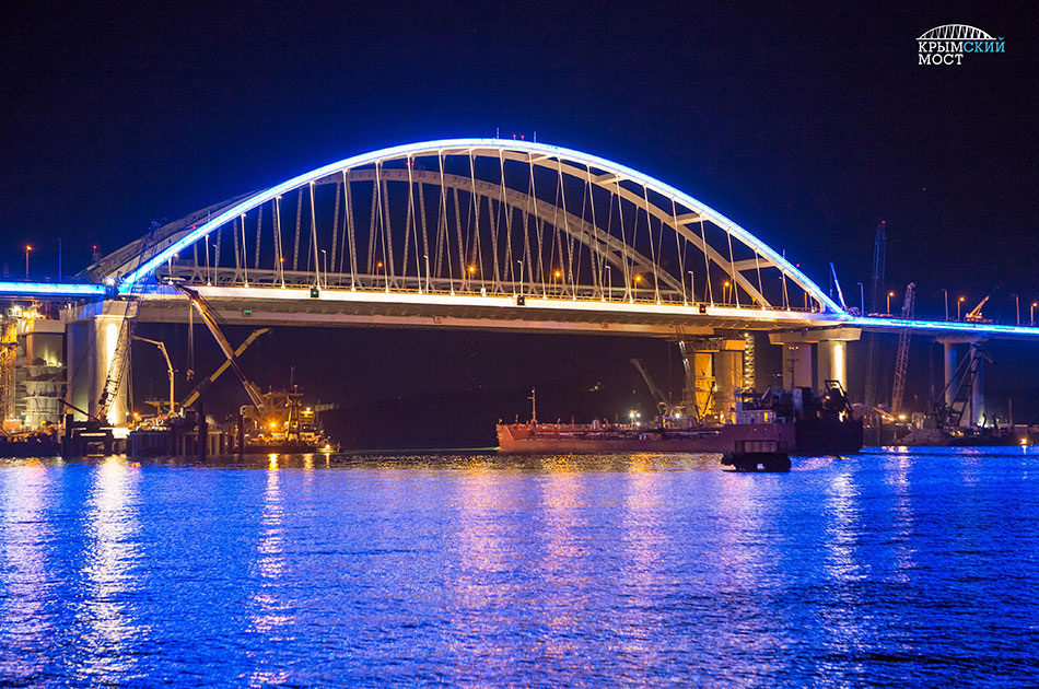 Украинцы под Крымским мостом