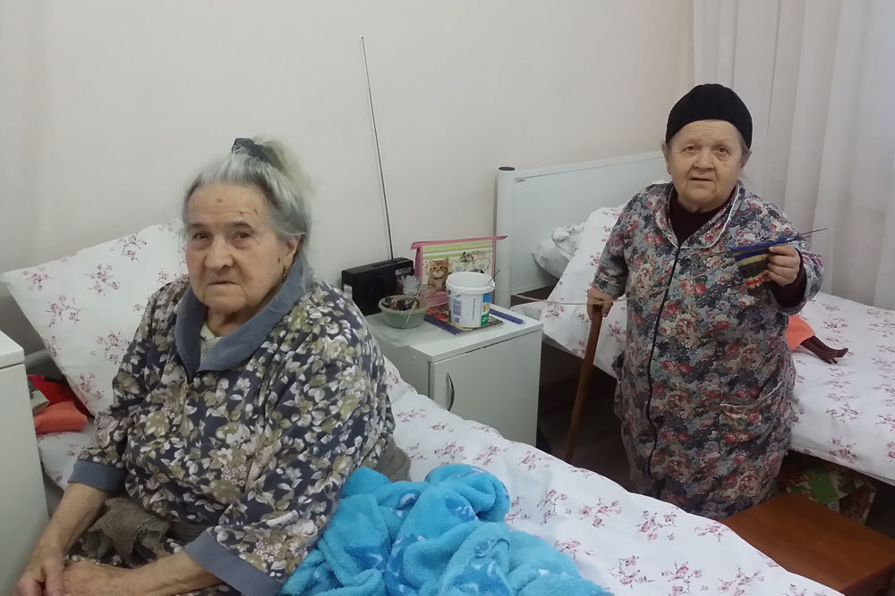 Инвалиды в домах-интернатах …