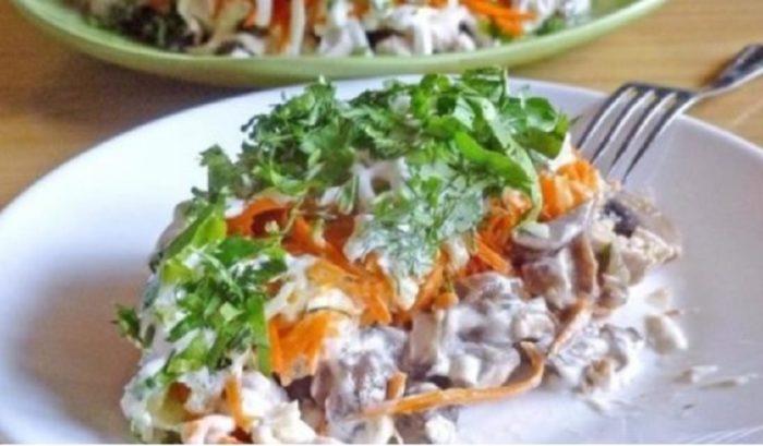 Вкусный салат с жареными шампиньонами