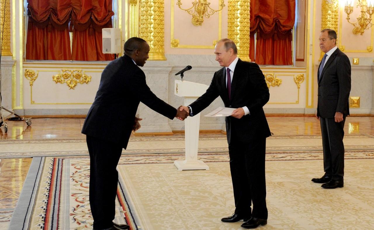 Президент РФ получил 18 верительных грамот