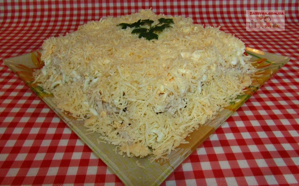 Слоеный салат с курицей, гри…