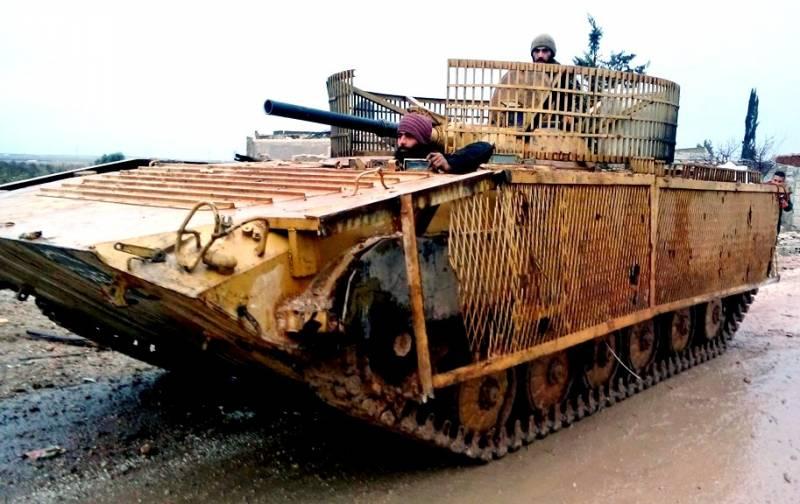 """Вылетевшая из-за угла сирийская БМП-2 метко уничтожила """"гнездо"""" боевиков"""