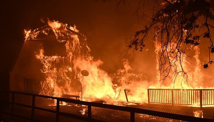 Жертвами лесных пожаров в Калифорнии стали 11 человек