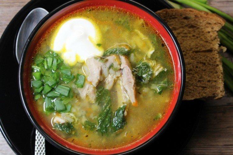 Суп с мясом, крапивой и огуречным рассолом