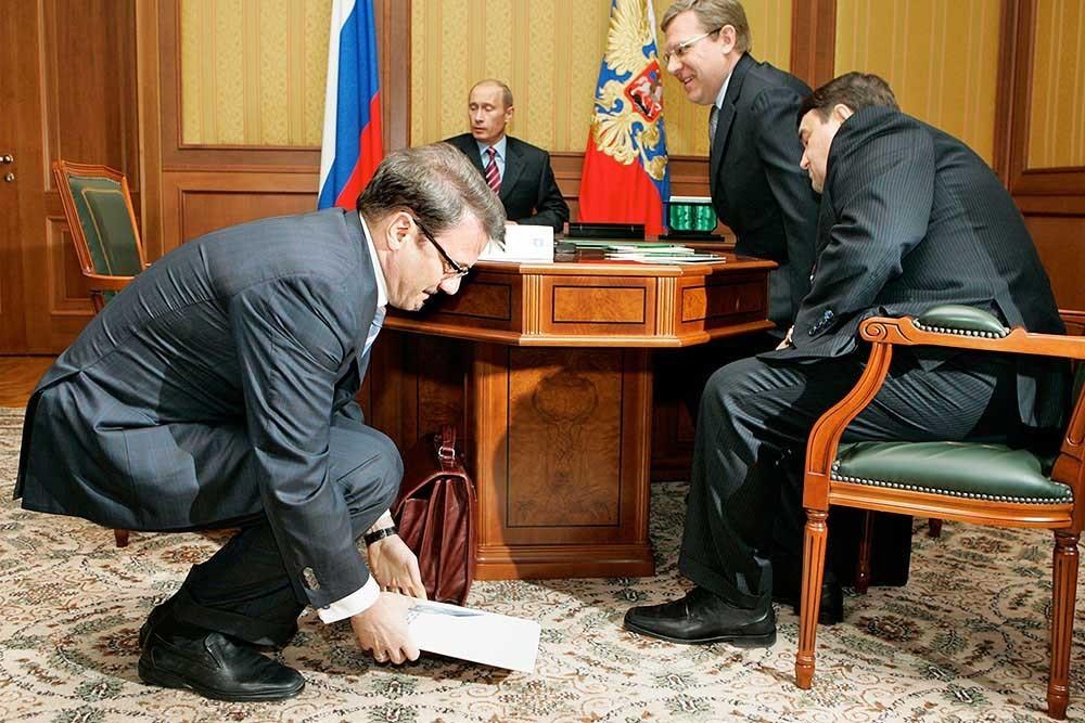 Джек-пот по Медведеву! Давайте непотраченную зарплату-пенсию у людей изымать! Не потратили - значит деньги не нужны