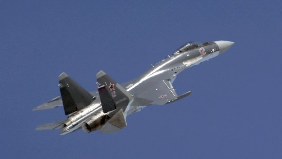 Истребители Су-35 и Су-27 в Карелии научились приземляться на «повреждённую» ВПП