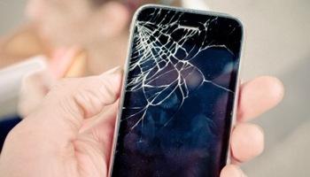 """В США запатентован смартфон с """"заживающим"""" экраном"""