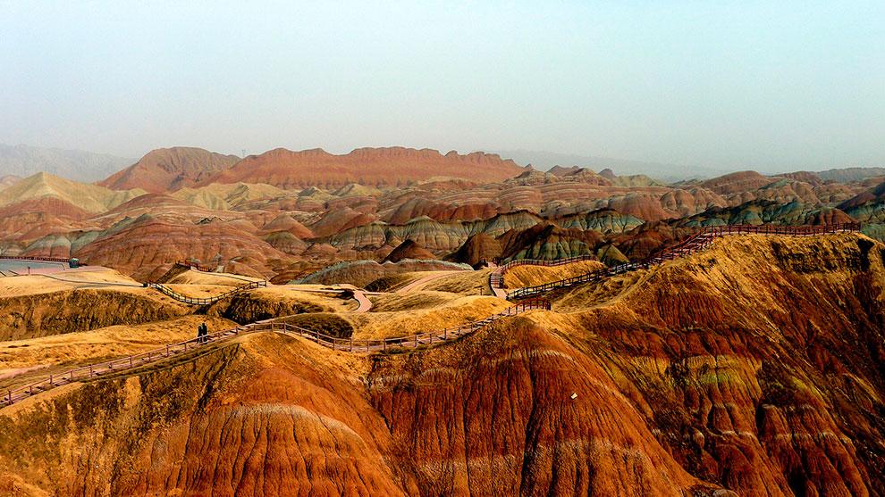 Китайские разноцветные горы