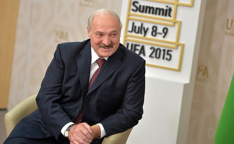 Роковая встреча: украинский чиновник упал в обморок во время выступления Лукашенко