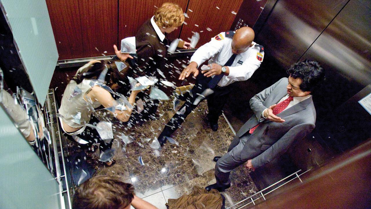 11. Можно выжить при падении лифта, подпрыгнув перед самым столкновением с землёй. мифы, разрушители легенд, факты