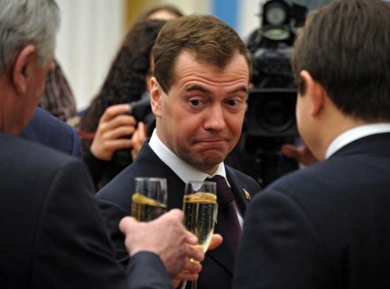Медведев не может обойтись б…
