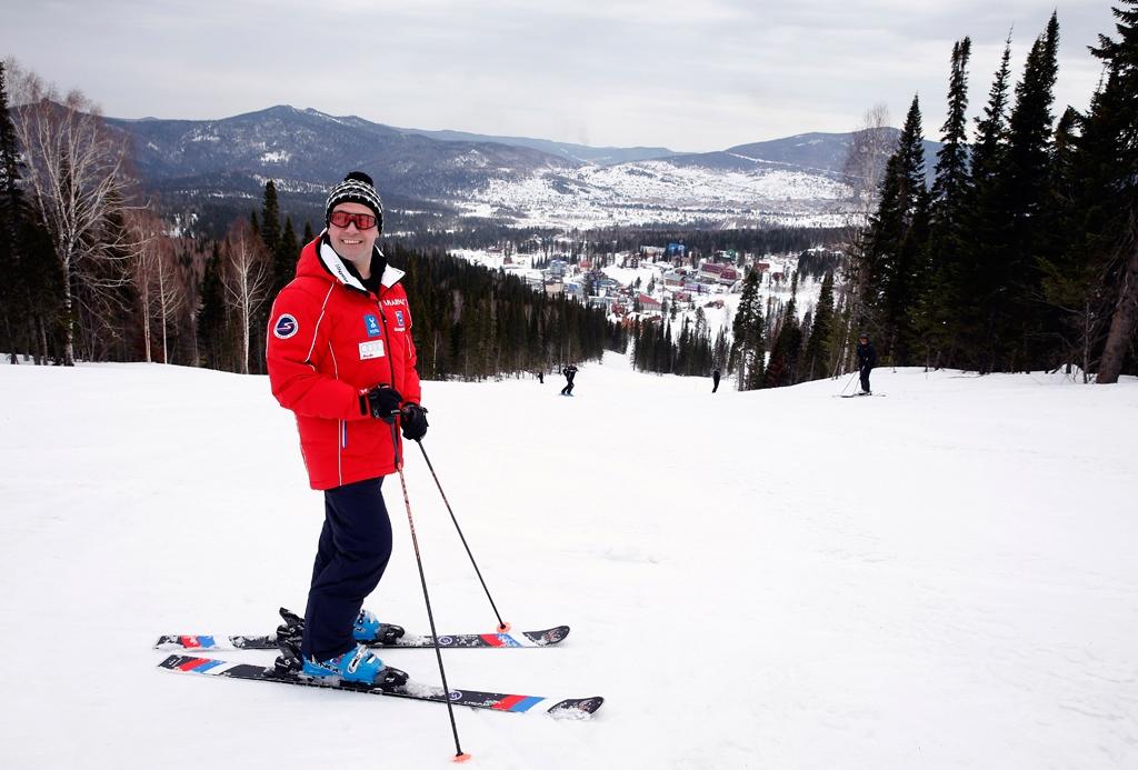 Медведев вчера катался на лыжах