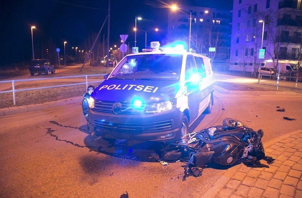 Это правильно? —Полиция протаранила мотоциклиста