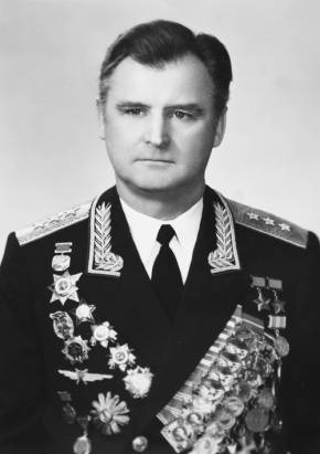 Дважды Герой Советского Союза, генерал-полковник авиации  М.П. Одинцов