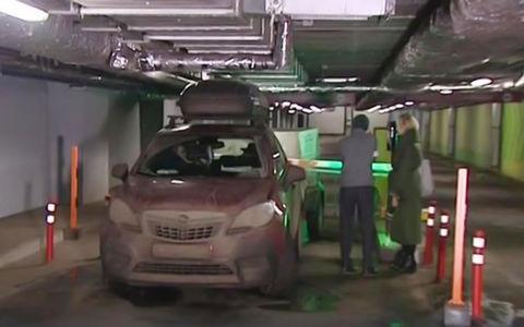 Семью с двумя детьми 9 часов продержали на подземной парковке