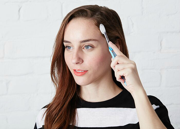 Гелевая зубная паста для укладки волос.