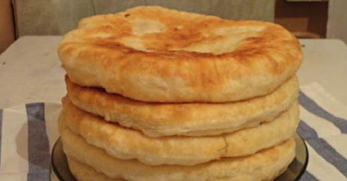 Пышные лепешки на кефире: быстрый рецепт необычной вкуснятины