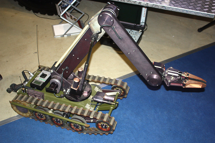 """Саперы ЗВО получили робота """"Кобра-1600"""" в комплекте новейшего мобильного комплекса разминирования"""