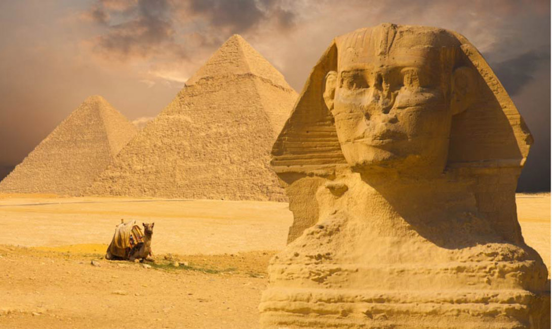 Который год не подскажете? Вполне вероятно, что пирамиды могли быть использованы в качестве своеобразного календаря. Постройки очень четко сориентированы по сторонам света, а количество ступеней совпадает с количеством дней в году. Эта теория не лишена смысла: пирамиды и в самом деле могли нести не одну функцию.