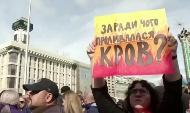 В Киеве потребовали роспуска Донецкой и Луганской народных республик
