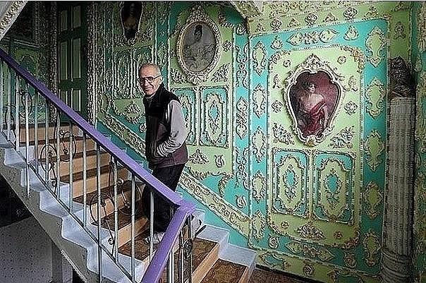 Дедушка в одиночку сделал из обычного подъезда настоящий дворец! Золотые руки!