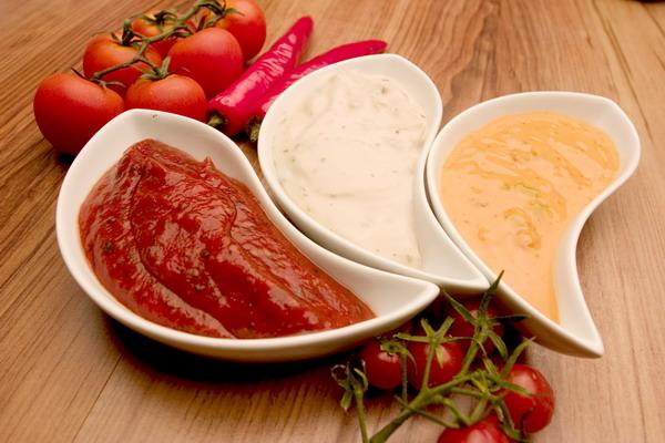 Вкусные домашние соусы: к пельменям, мясу, оладьям
