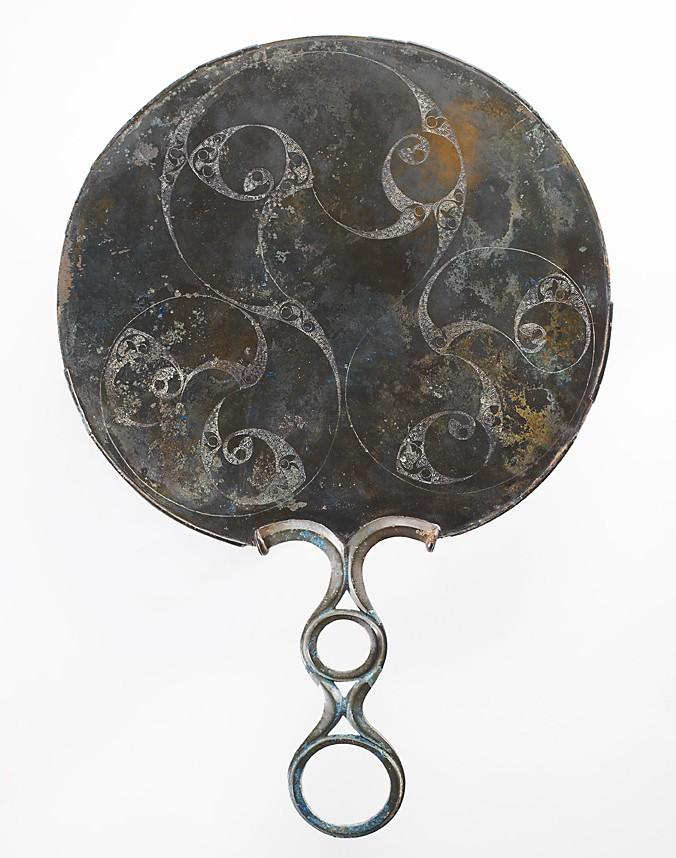 Древнее кельтское зеркало с …