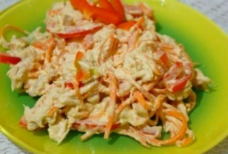 Хрустящий салат с курицей и …
