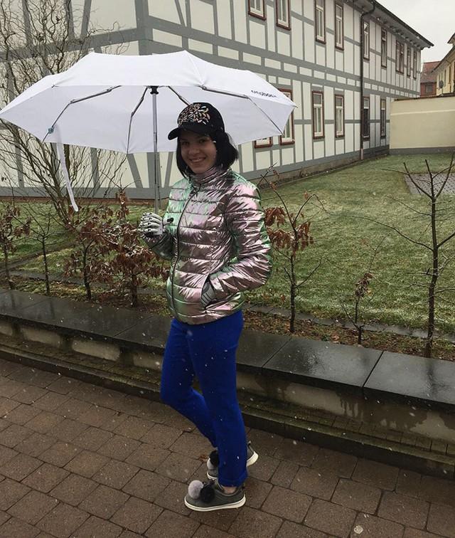 Россиянка вернулась из Германии с протезами рук