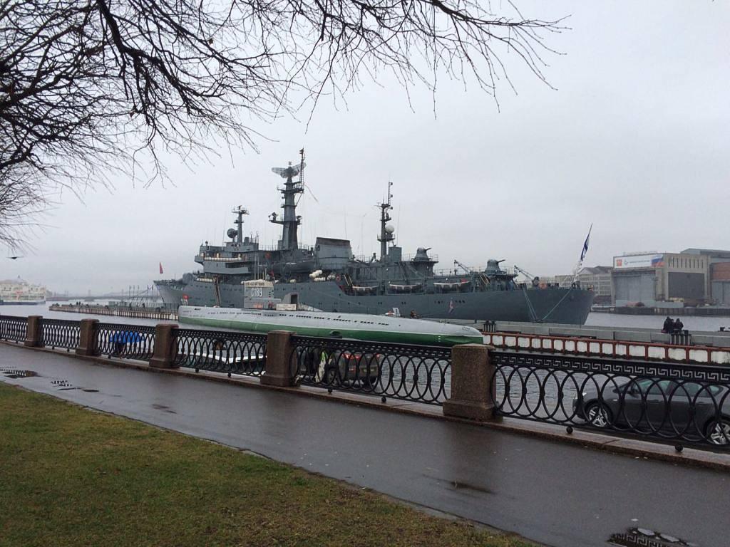 Учебный корабль «Перекоп» прибыл в Санкт-Петербург после окончания многомесячного дальнего похода