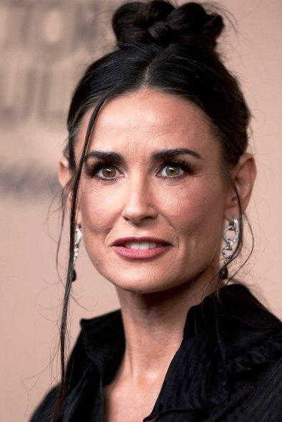 Стереть несколько лет с лица не так сложно —  возрастной макияж для женщин 45+ на примере звезд Голливуда