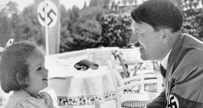 Гитлер как друг детей и животных: как фюрера изображала немецкая пропаганда