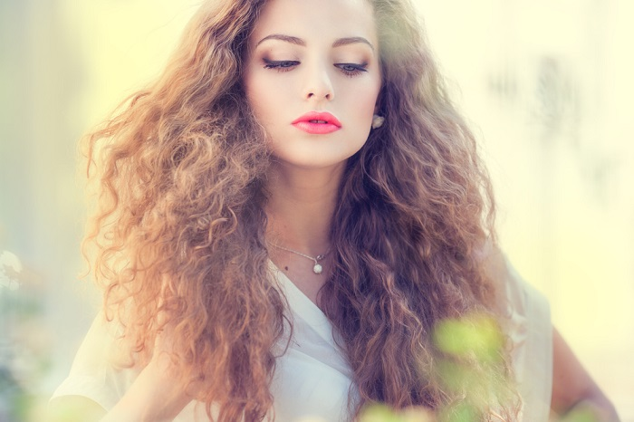 Вьющиеся волосы — это подарок, который требует особенного ухода