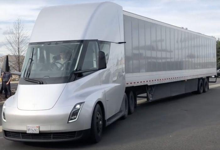 Tesla Semi сможет проезжать на одной зарядке около 1000 км