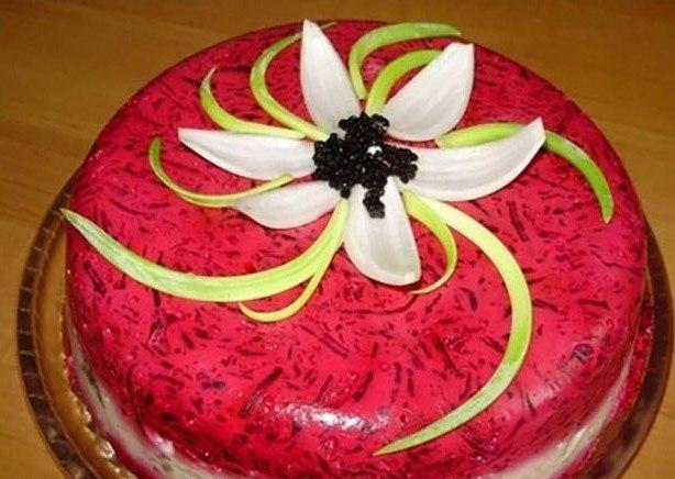 Настоящий торт-салат «Селедка под шубой в желе». Удивите гостей!