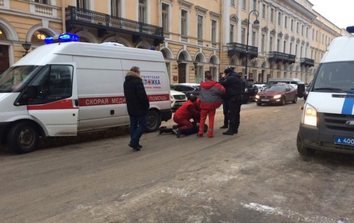 «Живого места не оставил»: Известную российскую певицу избили прямо на студии звукозаписи