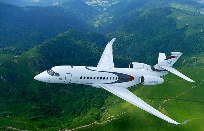 Частный самолет Dassault Falcon 5X.