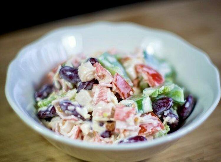 Вкуснейший салат с крабовыми палочками и фасолью