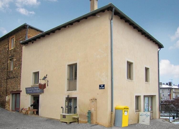 Француз находит скучные дома и делает из них настоящие достопримечательности