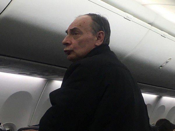 """""""Не курите в самолетах. Потерпите, уроды"""""""