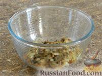 Фото приготовления рецепта: Салат с кальмарами и шампиньонами - шаг №10