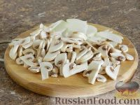 Фото приготовления рецепта: Салат с кальмарами и шампиньонами - шаг №2