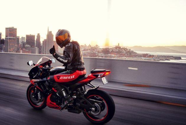 Мотоциклист со стальными бубенцами