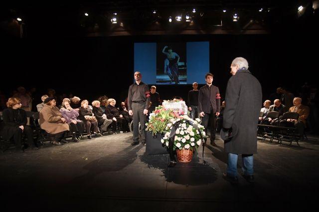 В театре «Современник» проходит прощание с Ниной Дорошиной