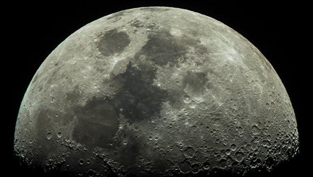 SpaceX отправит туристов в полет вокруг Луны в 2018 году