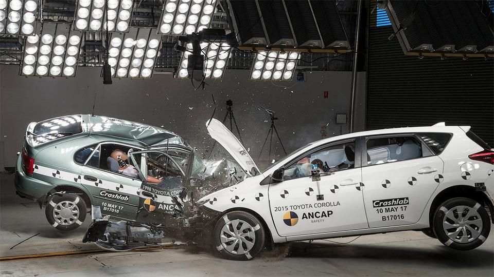 Краш-тест старой и новой Toyota Corolla