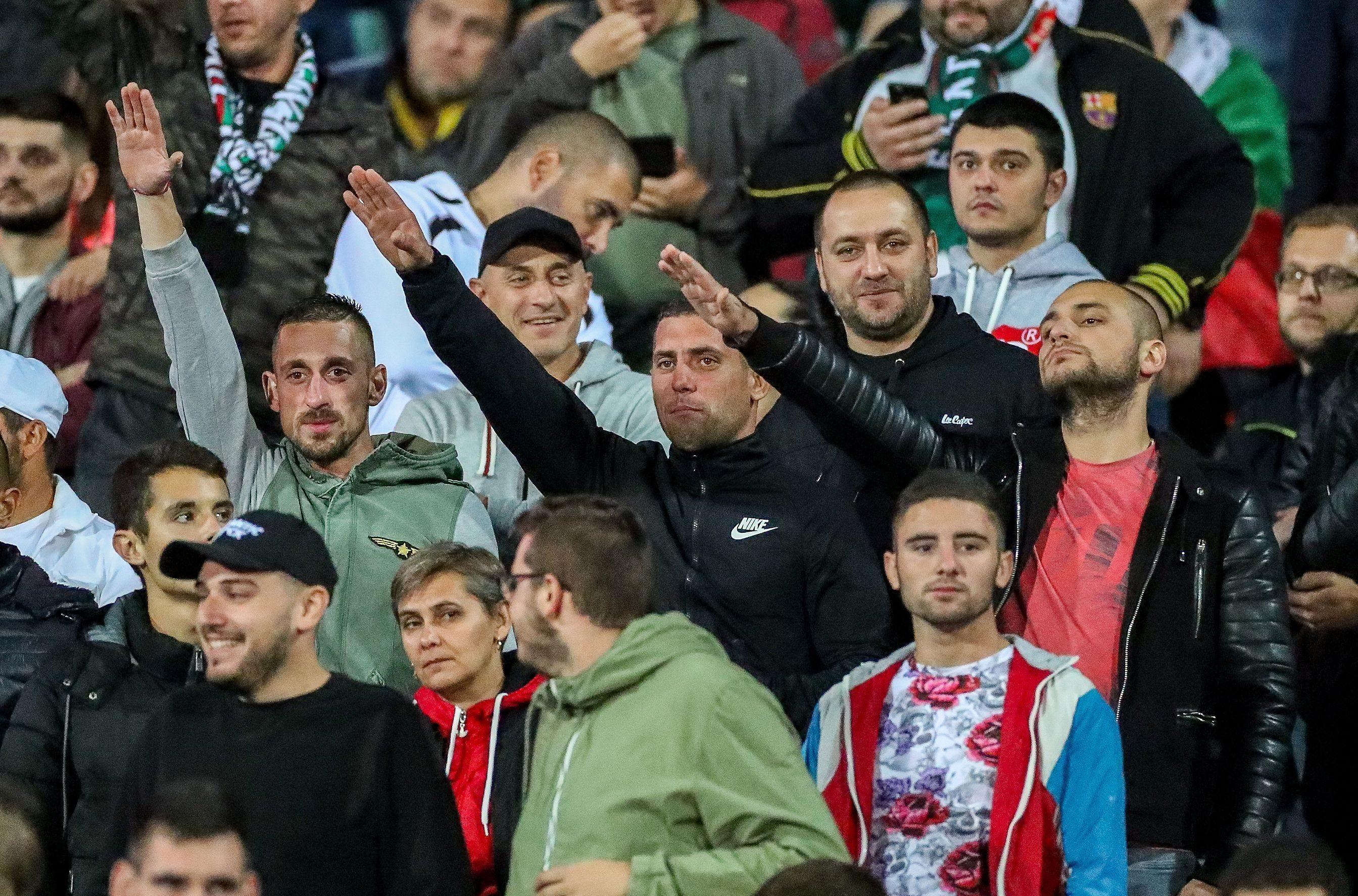 Болгарские болельщики оскандалились с нацистским приветствием на матче с Англией
