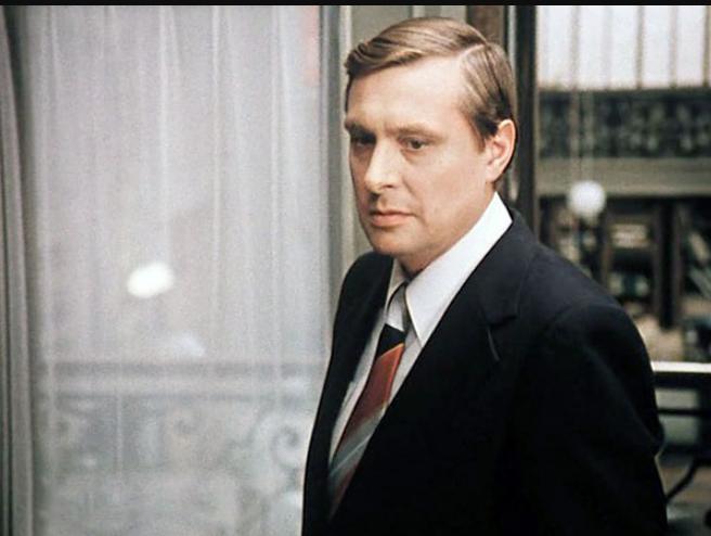 Помните Самохвалова из «Служебного романа»? Только посмотрите, как и с кем вот уже 50 лет живет актер Олег Басилашвили